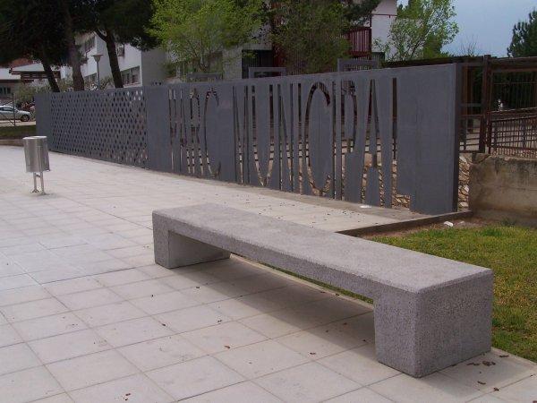 Bancos de hormig n arquitect nico mobiliario urbano for Mobiliario urbano tipos